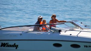 boat renting with family