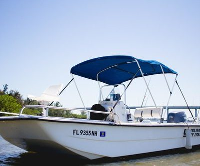 Up to 3 guests 75 Horse Yamaha 4 Stroke Live Well Rod Holders Canopy Cooler in seats Anchor Chart / Map Safety Equipment