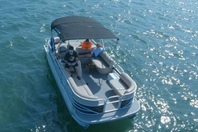 Boat Rentals Pontoon 22' 2 Hour Rental