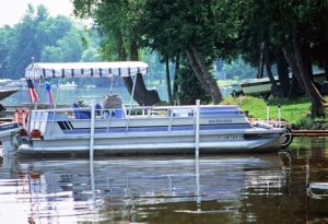 pontoon boat rental this weekend